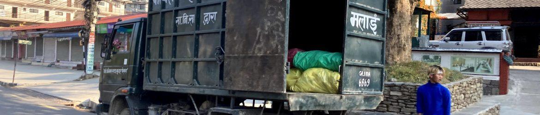 Een typische vuilnisauto in Pokhara